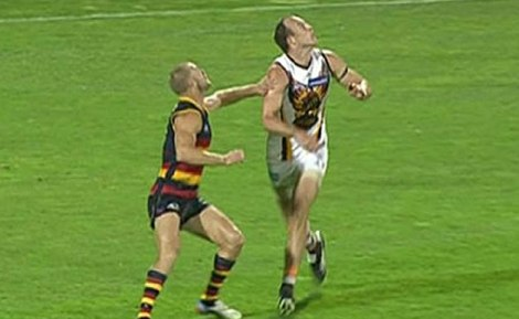 "Adelaide's Scott Thompson ""pushes"" Hawthorn's Hale"